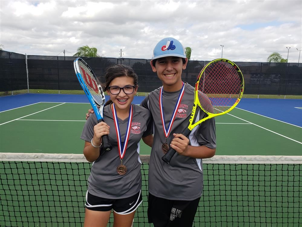 Great Job goes out to the Liberty MS Tennis Team for competing in the PSJA MS Tennis Tournament on Saturday 11-03-18 from 8:00am to 3:00pm.  We had more students go beyond the first round vs some very hard competition.
