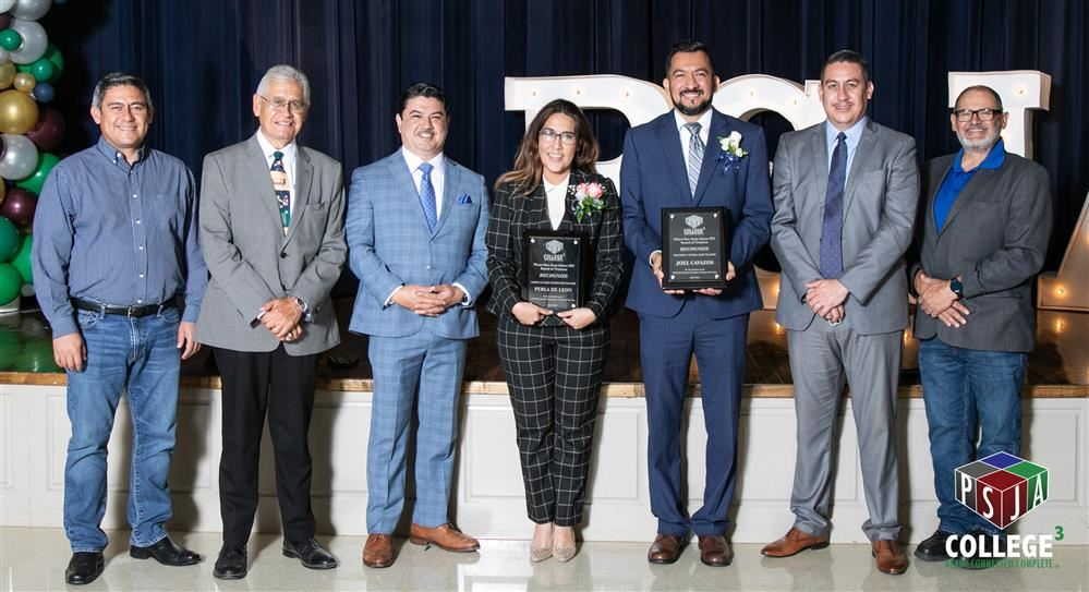 Board Members, Dr. Arredondo and Teachers of the Year